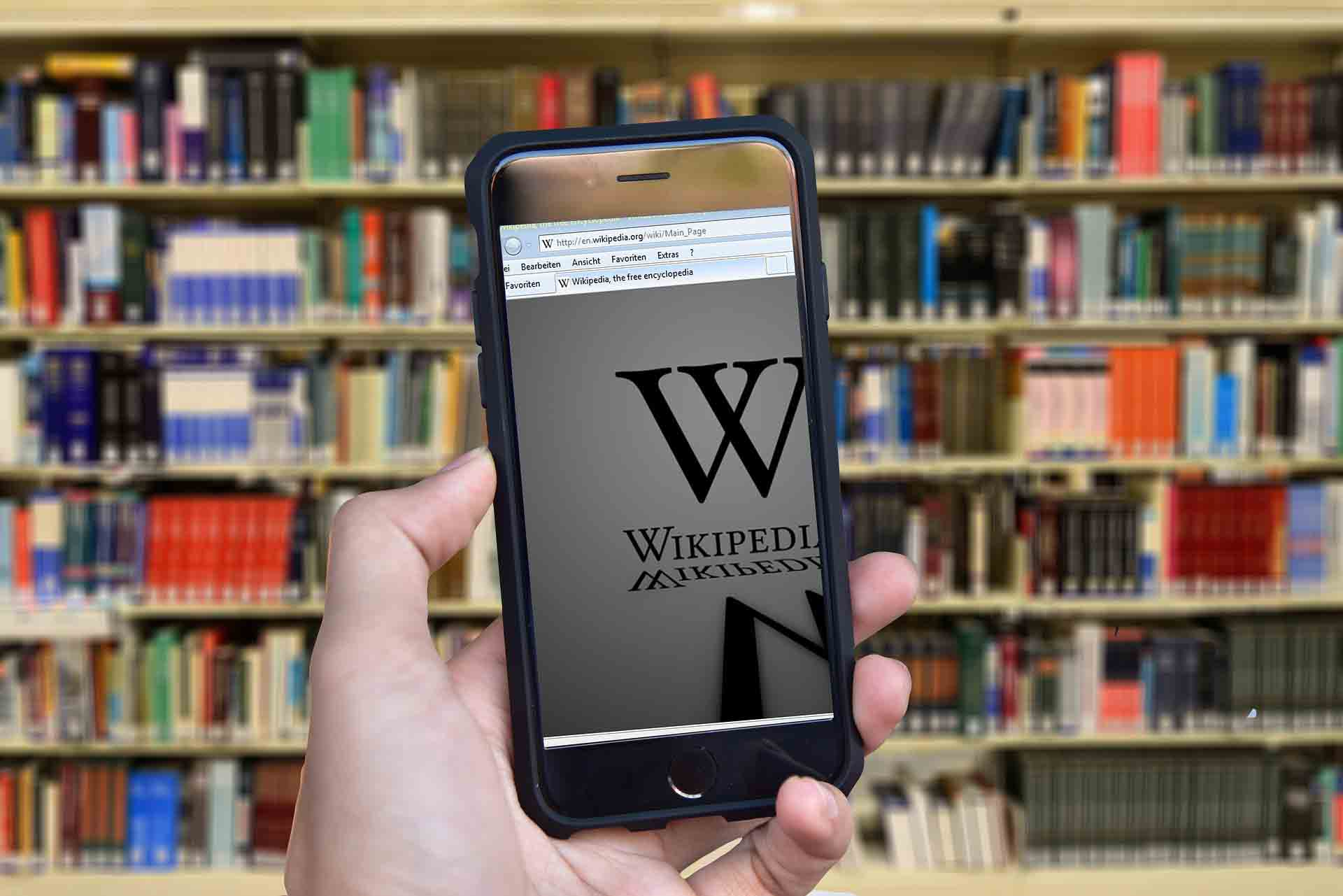 Mobile screen shows wikipedia page