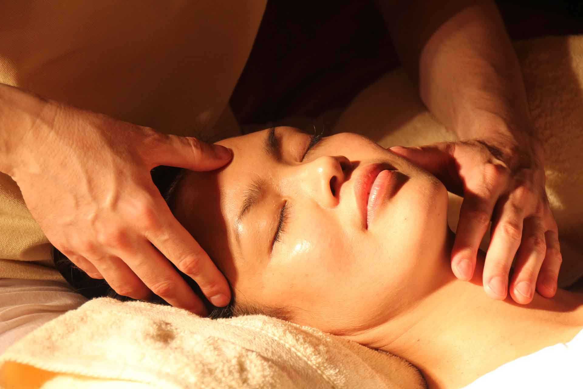 A woman treating with Acupressure from a Acupressure Therapist